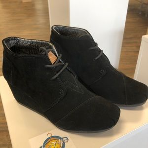 TOMS Black Suede Desert Wedge